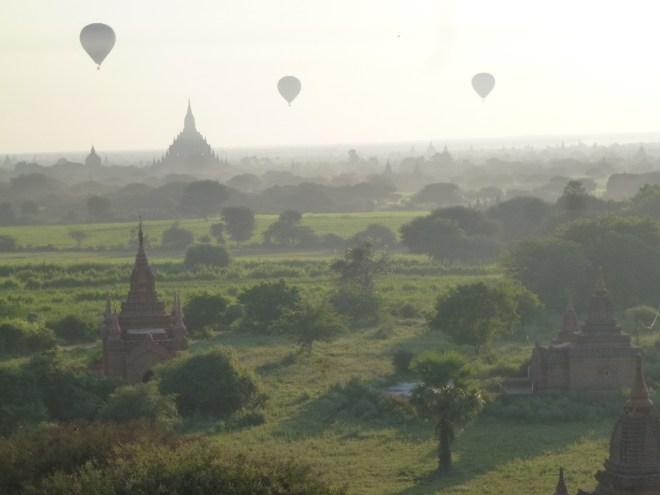 Lever du jour sur Bagan
