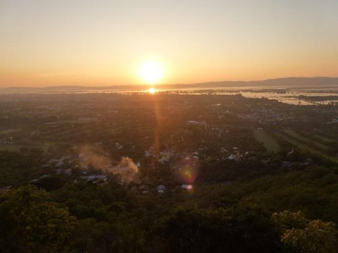 Coucher de soleil depuis la colline de Mandalay