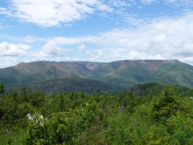 Vue sur le Mont Albert depuis le Mont Ernest-Laforce