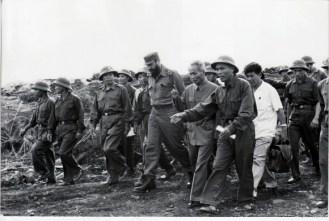 fidel-recorre-las-posiciones-vietnamitas-en-medio-de-la-guerra-septiembre-de-1973-580x391