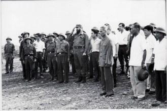 fidel-visita-a-los-combatientes-vietnamitas-en-el-campo-de-batalla-1973-580x387