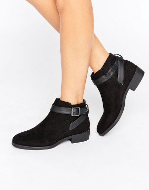 New Look Suedette Buckle Ankle Boot 25,99 €