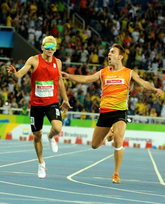Asociación La Hora Violeta. Gerard Descarrega oro en atletismo Río 2016.jpg
