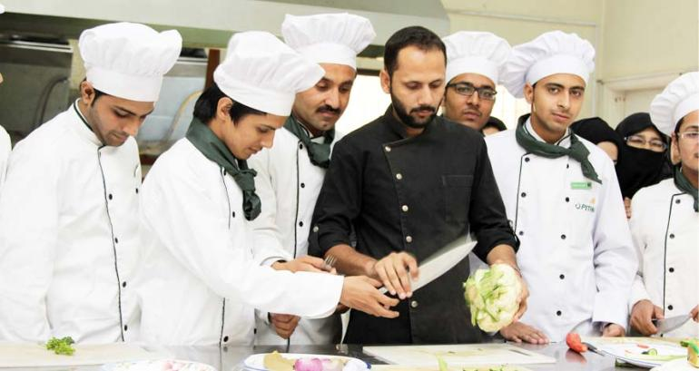 Chef Hotel Management Jobs Career Scope And Institutes In Pakistan