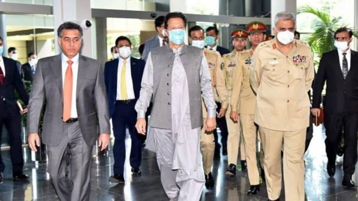 PM Imran visits ISI Secretariat