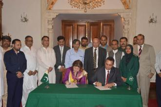 DG Rescue Punjab Dr. Rizwan Naseer signs MoU with Chief Minister's Chief Social Mobilizer MNA Shaista Pervaiz Malik