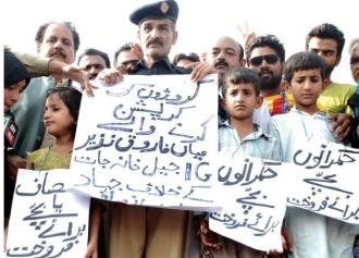 Cop selling his kids in PAT sit-in