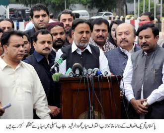 Mian Mehmood ur Rasheed is talking to media outside Punjab Assembly 7-11-14