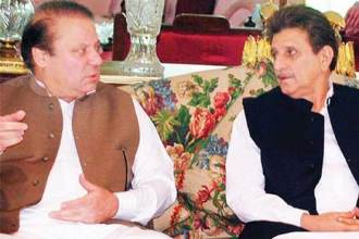 PM nawaz Sharif felicitate Raja Farooq haider on becoming PM AJK
