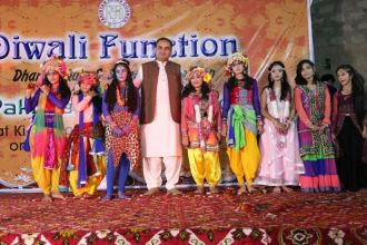 dr-ramesh-vanwani-celebrated-diwali-with-baloch-hindu-children