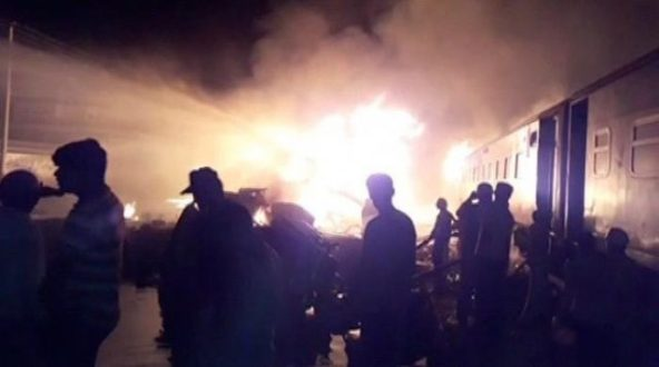 Two died as Shalimar Express hit oil tanker at Sheikhupura