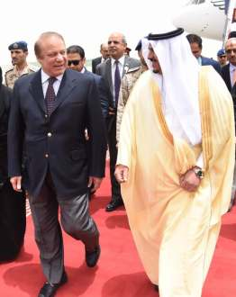 Prime Minister Nawaz Sharif leaves for Madina