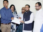Kh Imran distributes cash reward among citizens on giving info about spurious drugs