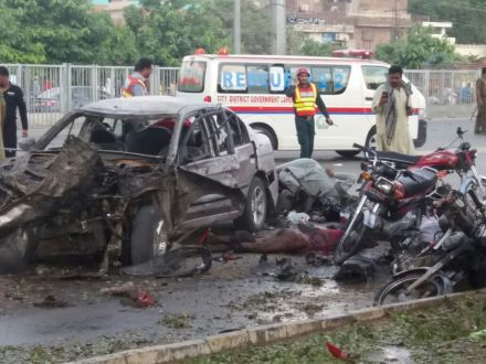 suicide attack at Lahore, 18 died,scores injured