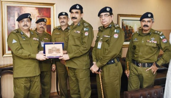 IGP gives awards to the brave cops