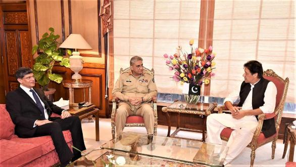 Army Chief calls on Prime Minister Imran Khan