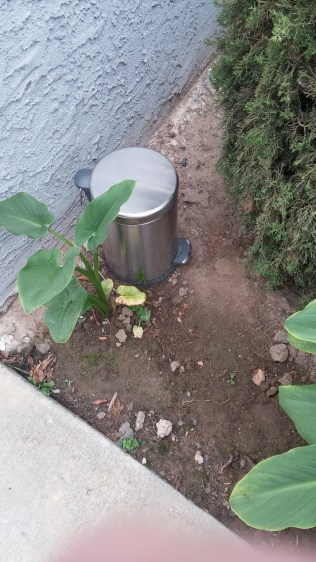 2016-4-13 Front trash can at 1522 Hi Point St