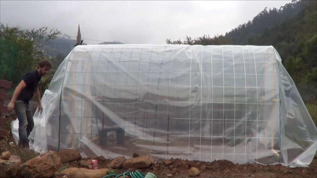 Como hacer un invernadero casero paso a paso el pl stico la huertina de toni - Fabricar un invernadero ...
