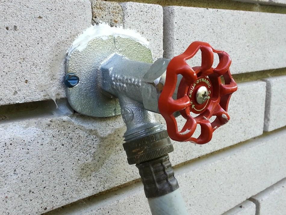 Hose Sprinkle Water Outside Garden Tap