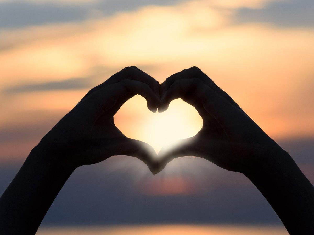 foto corazon amas manos