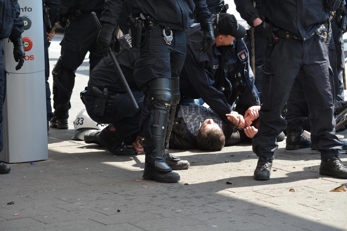 sueños rotos policia arresto