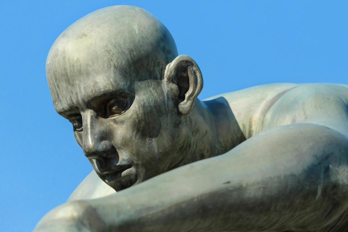 poema estatua resaca
