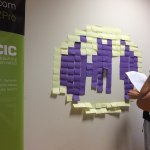 Símbolo de Batman hecho con post-its.