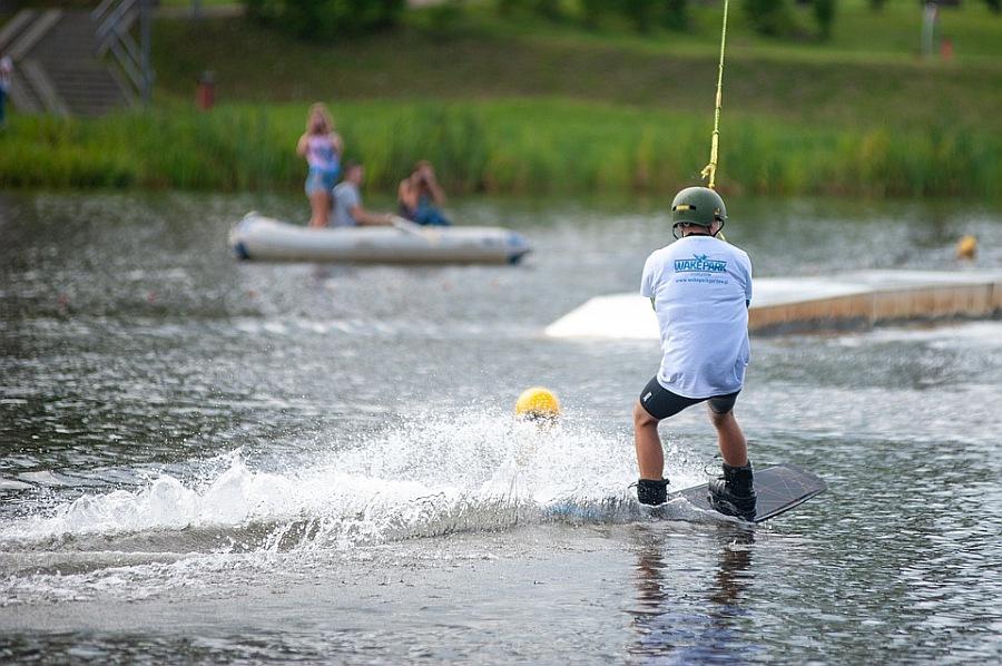 Kodėl naudinga užsiimti wakeboards sportu?