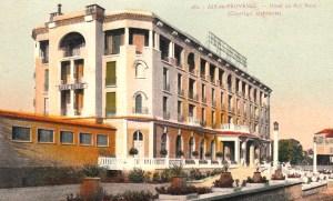 L'hôtel du Roy René, avant !