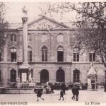 La place de l'Hôtel de Ville d'Aix en cartes postales