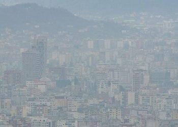 """Smogu """"vret"""" Tiranën. Dëmton imunitetin"""