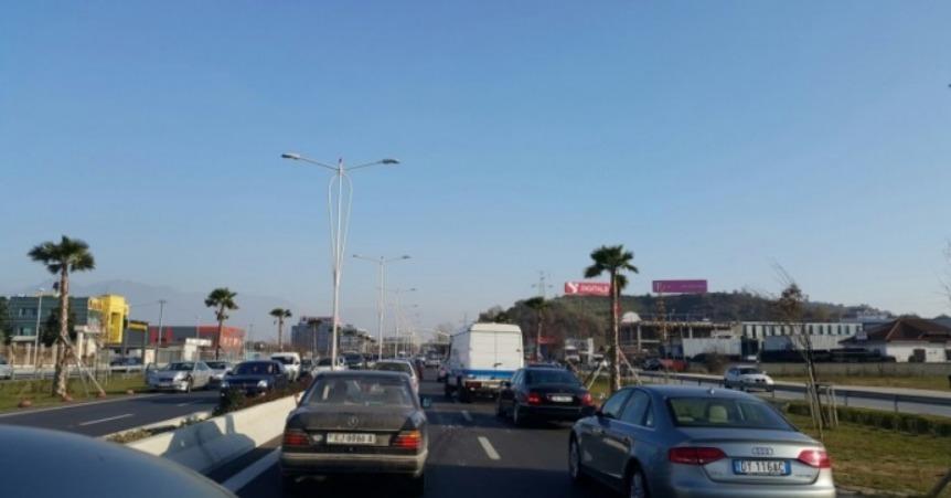 Aksident me një të vdekur në rrugën Rubik-Rrëshen/ Autobusi përplaset me makinën me targa italiane
