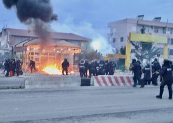 Tensione në Astir/ Shpërthime dhe gaz lotsjellës