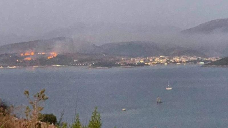 Zjarri në Ksamil/ Mediat greke nxjerrin pamjet