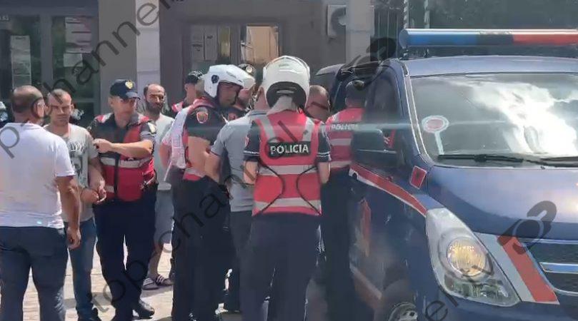 Sulmuan Arqile Bashon/ Tensione pas daljes nga Gjykata të tre vëllezërve Mysmyli: Na kanë vjedhur dhe po na dënojnë!