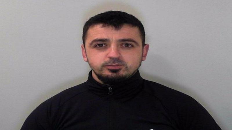 Ndjekje si nëpër filma/ Policia angleze arrin të kapë shqiptarin që punonte në 'shtëpinë e barit' (Emri+Foto)