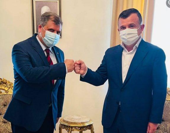 Rumania i dhuron Shqipërisë 150 mijë doza vaksinash anti-COVID
