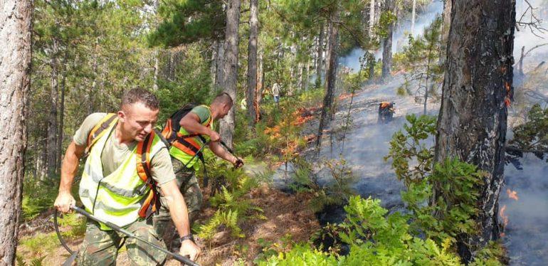 Ministria e Mbrojtjes bën bilancin: 10 vatra zjarri ende aktive