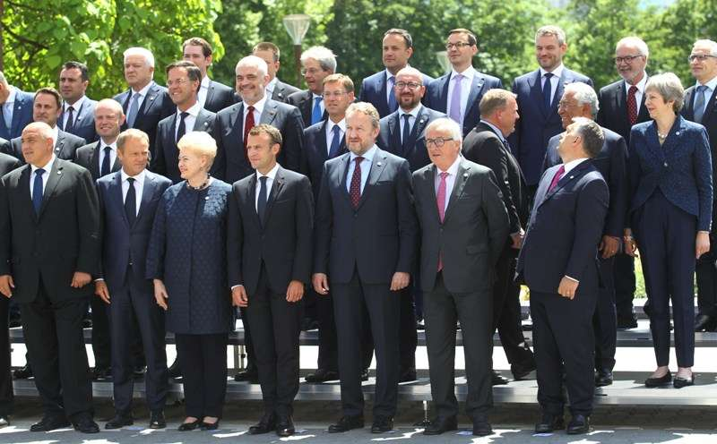 eu-western-balkans-summit-family-photo_28295769258_o