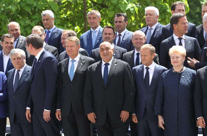 eu-western-balkans-summit-family-photo_28295769858_o