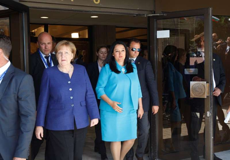 eu-western-balkans-summit-family-photo_28295771198_o