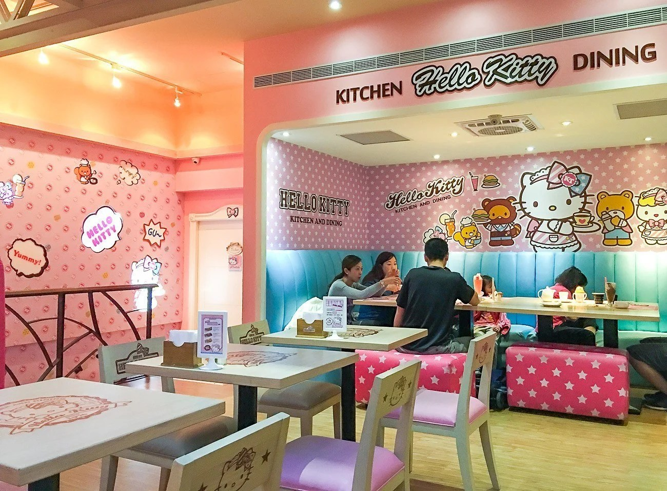 What Its Like To Eat At Taipeis Hello Kitty Cafe La
