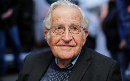 """""""La Casa Blanca está en manos de un sociópata megalómano que solo está interesado en su propio poder, en sus perspectivas electorales, y al cual no le importa lo que pasa en el país, ni en el mundo"""", señaló Noam Chomsky. Foto Afp / Archivo"""