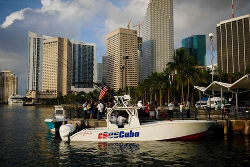 Participantes en la flotilla que salió de Bayside, Miami, en apoyo a la oposición cubana. Foto Afp