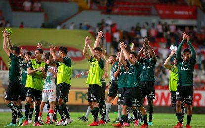 Jugadores de Santos Laguna festejan al término del encuentro. Foto Jam Media