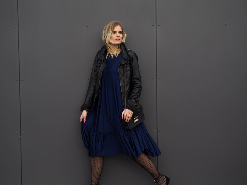 Outfit - Blaues Kleid mit Lace Up Ballerinas - La Katy Fox