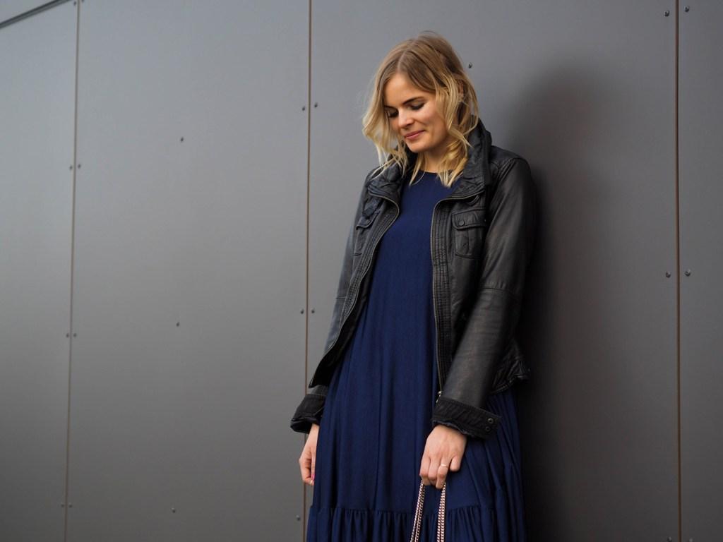 outfit - blaues kleid mit lace up ballerinas - la katy fox