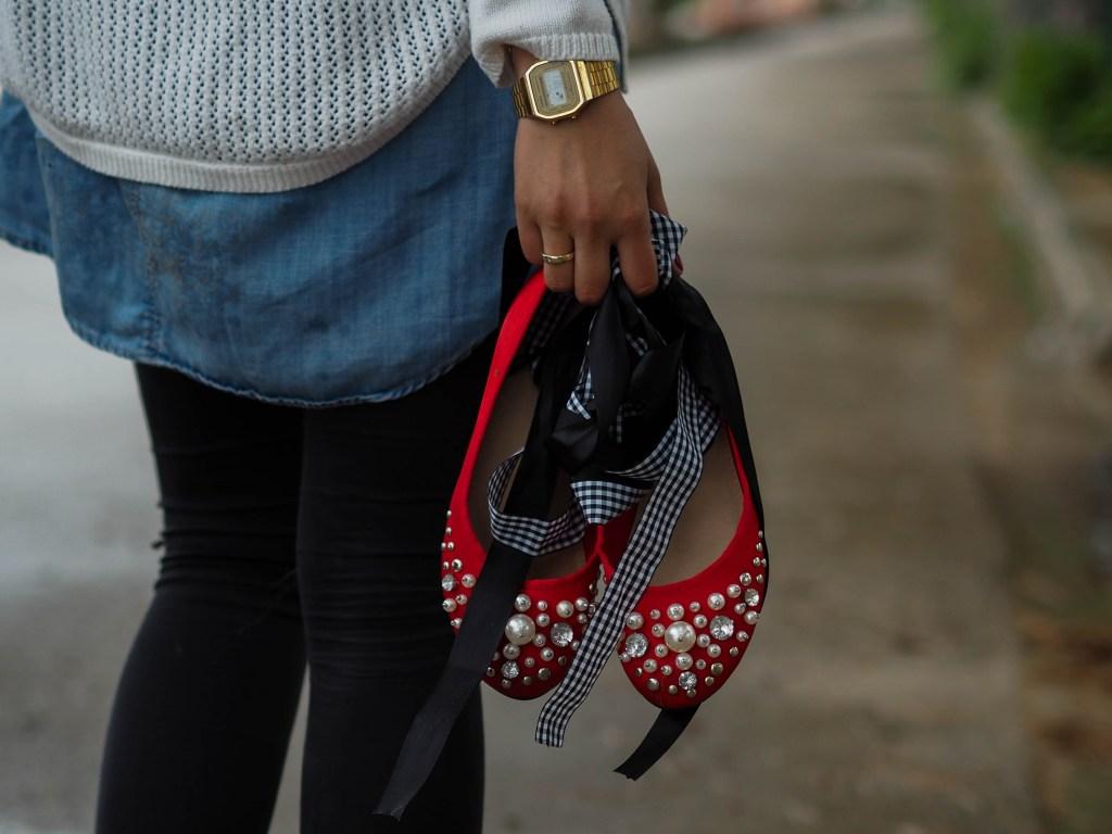 Outfit – Rote Ballerinas und Koffer packen
