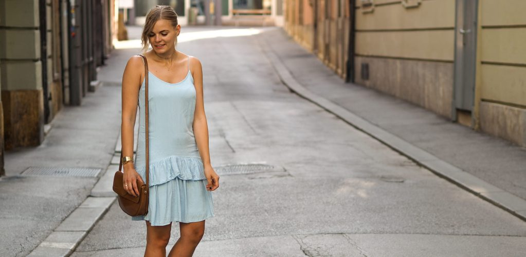 Blogger Lookbook – Hellblaues Volant Sommerkleid