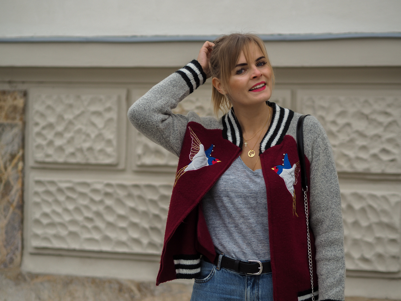 Mom Jeans, College Jacke, Converse, Streetstyle, Herbstlook, Fashionblogger